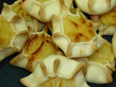 I più importanti e diffusi dolci sardi per Pasqua sono le formaggelle (o  cajatine, casadinas, pardulas a seconda della zona), dolci preparati con  ricotta