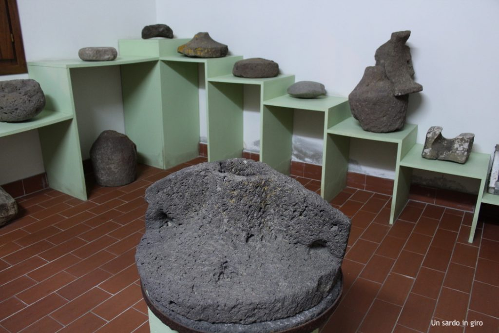 antiche macine in pietra